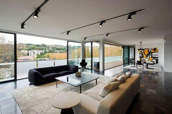 минимализм в гостиной с мебелью