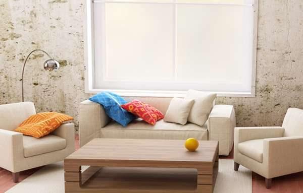 диванная группа в светлых тонах в современной гостиной