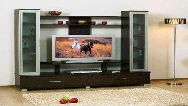 стенка под телевизор в гостиной в одном стиле