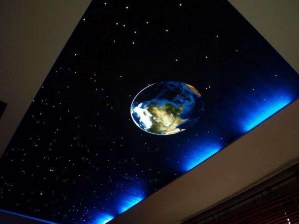 натяжной потолок звёздное небо в гостиной
