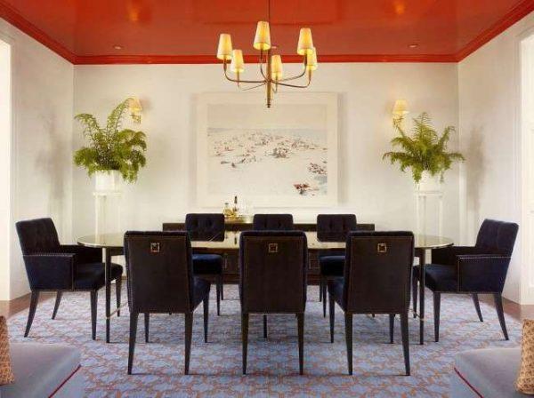 оранжевый натяжной потолок в гостиной
