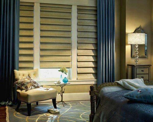 текстильные жалюзи смотрятся в гостиной очень элегантно