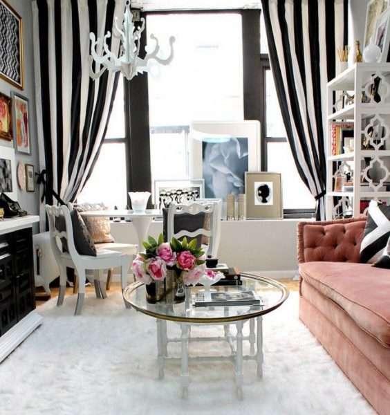 чёрно белые шторы в интерьере гостиной
