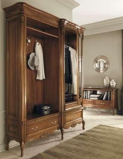 роскошный шкаф из дерева в прихожей в английском стиле