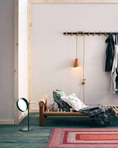 ковёр красный в прихожей в скандинавском стиле