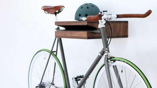 велосипед в прихожей в скандинавском стиле