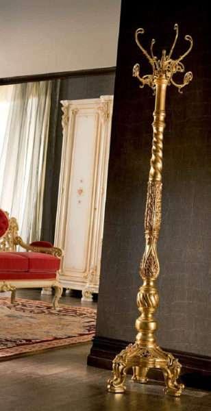 роскошная вешалка в прихожей в стиле барокко