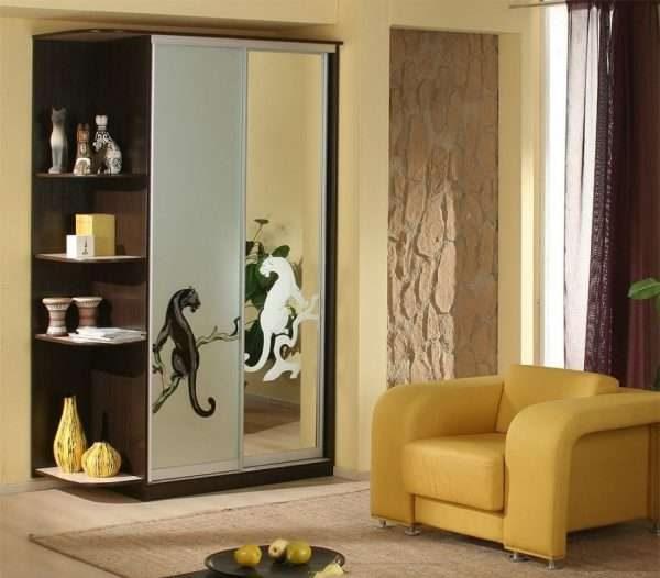 шкаф в гостиной в этно стиле