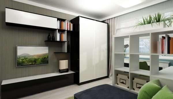 шкаф купе с белыми фасадами в гостиной в современном стиле