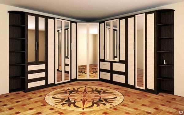 угловой шкаф с зеркальными дверями в гостиной в современном стиле