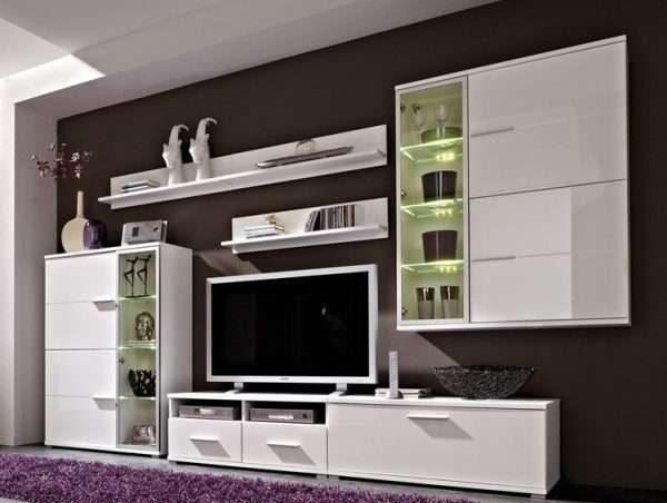 белый шкаф в гостиной в стиле модерн