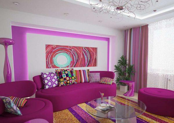 гостиная в стиле поп арт с сиреневыми шторами