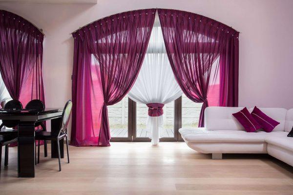 сиреневые шторы в гостиной минимализм