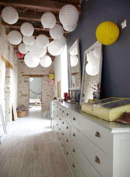 белая мебель в интерьере прихожей в квартире
