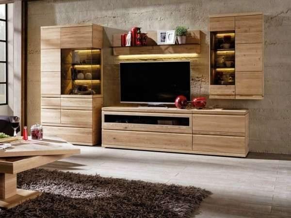 стенка с деревянными фасадами под телевизор в гостиную