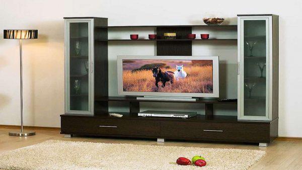 компактная стенка под телевизор в гостиную