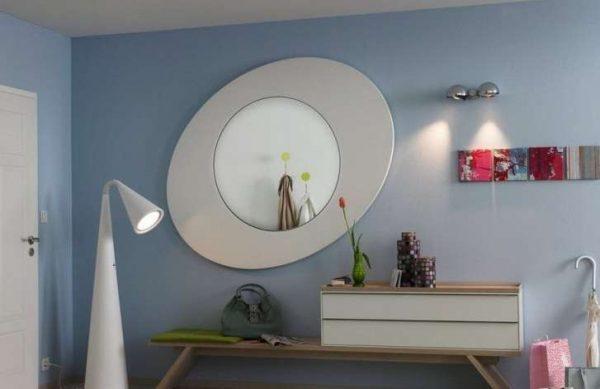 зеркало в стиле хай тек в прихожей