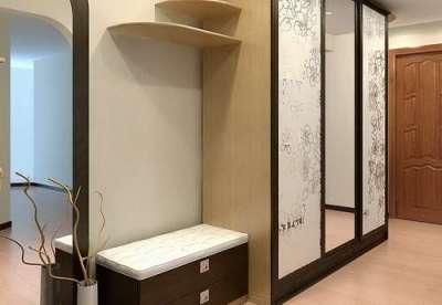 зеркало в прихожей на дверях шкафа по фен шуй