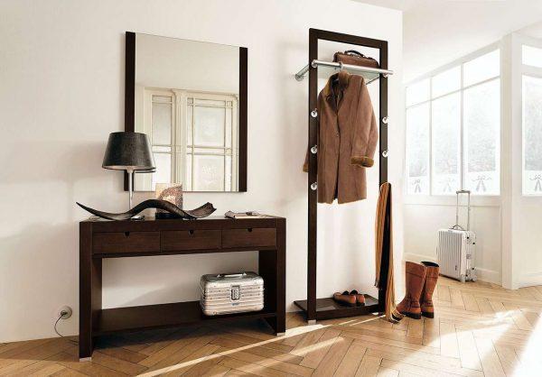зеркало прямоугольной формы в гостиной
