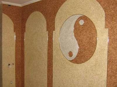 Жидкие обои в коридоре с рисунком инь и янь