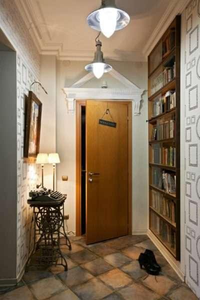 потолок с лепниной в коридоре в квартире
