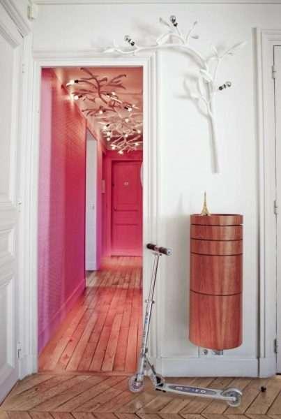 розовые стены коридора в квартире
