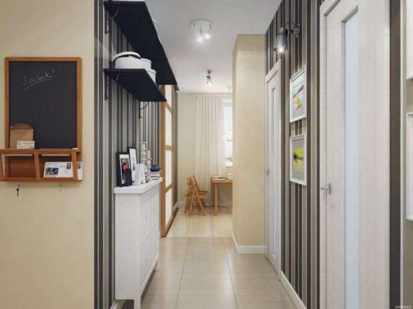 вертикальные полоски в коридоре в квартире