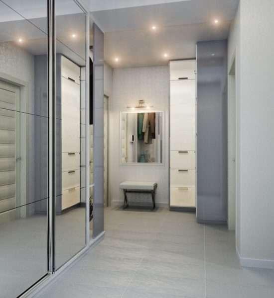 шкаф купе с зеркальными дверями в коридоре