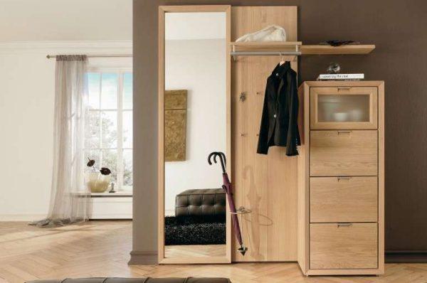 бежевая мебель в коридоре в квартире