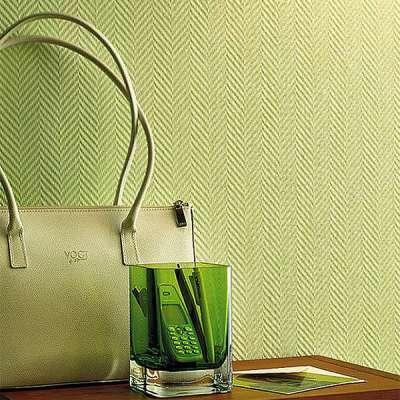 зелёные стеклообои в прихожей