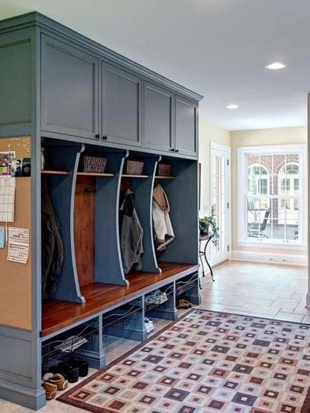 шкаф в прихожей в классическом стиле