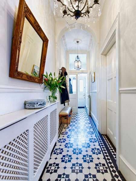 плитка на полу прихожей в классическом стиле
