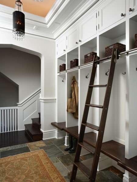 белый шкаф в прихожей в классическом стиле