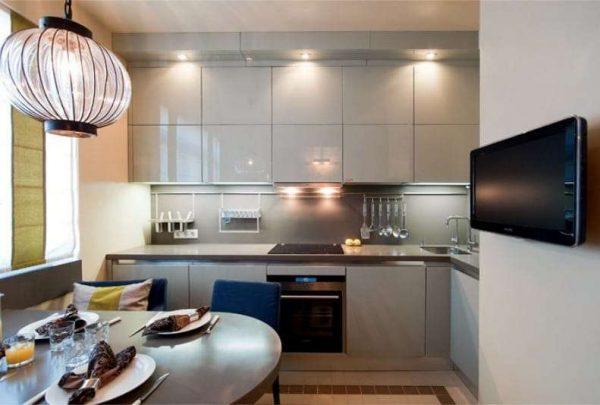 бежевая кухня до потолка