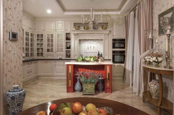 бежевая кухня с красным столом