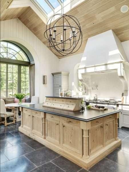 бежевая кухня из дерева