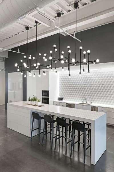 чёрно-белое сочетание на кухне