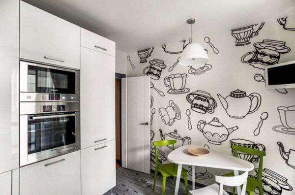 чёрно-белая стена на кухне