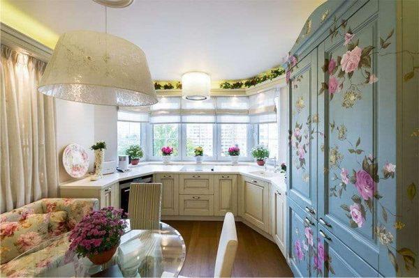 стиль прованс на кухне с эркером