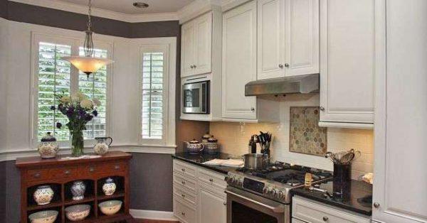 классический стиль на кухне с эркером