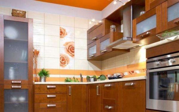 кафель на стене в интерьере кухни