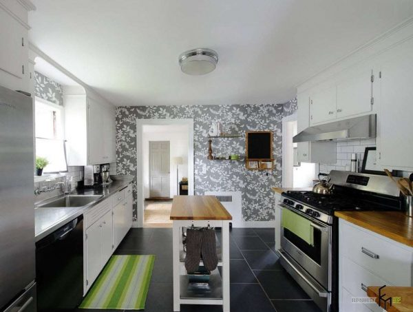 шторы под обои на стене кухни