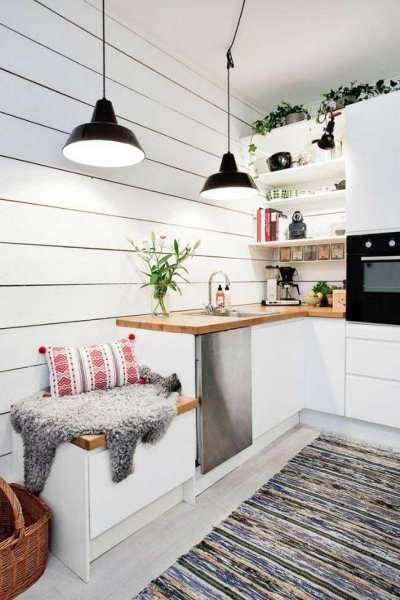 белые стены с деревянных панелей на кухне