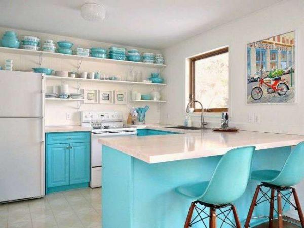 дизайн кухни в бело-голубых тонах