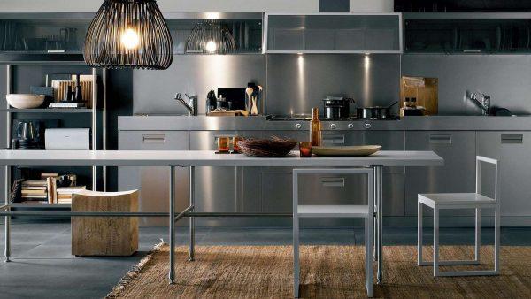 стальной фартук в интерьере кухни