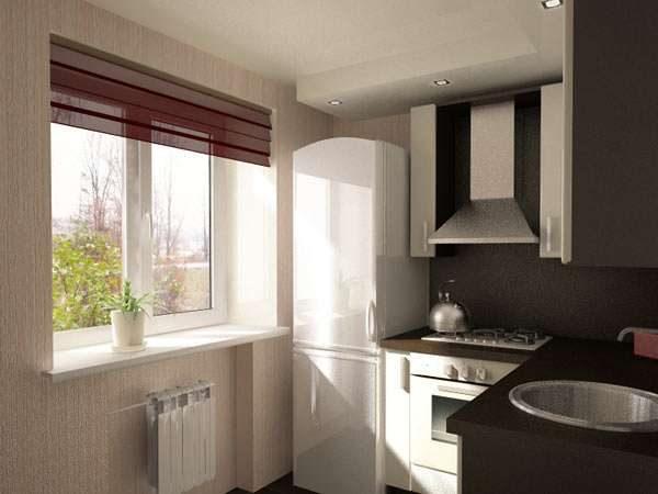 белый холодильник у окна на маленькой кухне