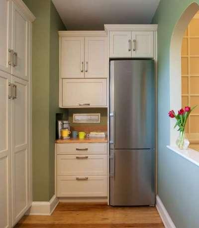 Холодильники в нише на маленькой кухне