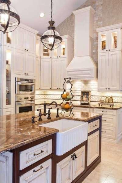 белый интерьер на кухне в итальянском стиле