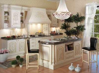 хрустальная люстра на кухне в итальянском стиле