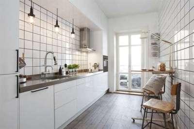 отделка стен кухни белым кафелем